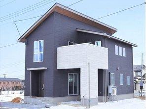 エムズコート石脇№13 【一戸建て】 MJ Wood 耐震木造住宅、制震装置「MGEO-N」を装備。外からの視線もほどよく遮る空間設計。