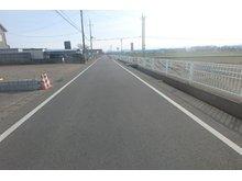 大字小泉(新町駅) 1495万円 現地、西側前面道路を北から(2019年2月)撮影