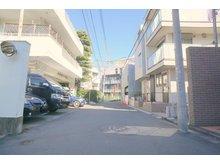 神宮前3(表参道駅) 6億2500万円 前面道路含む現地写真