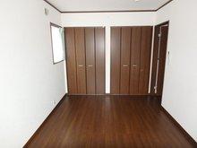 岩松町(木崎駅) 2580万円 ■約7.5帖のマスタールーム ■クローゼットが2箇所あるので用途によって分けられます♪