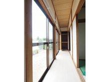 下妻戊(下妻駅) 1098万円 室内(2021年6月)撮影 広緑 窓からも明るい陽射しが注ぎ込み、部屋中を照らしてくれます。