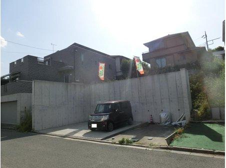 あすみが丘1(土気駅) 2500万円 現地(2021年5月)撮影 駐車スペースのうち2台分は現在月極駐車場として賃貸中です。