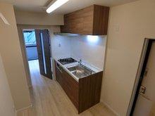 メゾンエクレーレ相模原 スタイリッシュで広々シンクを完備した最新システムキッチンを採用。吊戸棚付きで整理整頓も楽々です♪