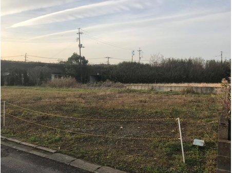 津辺(成東駅) 600万円 現地(2018年12月)撮影 南東側の道路に面した陽当たりの良い区画です。 建築条件なし! お好きなハウスメーカーで建築できます。