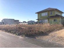 蓮沼ニ(松尾駅) 280万円 条件なし売地。 前面道路は6mあるので、車のすれ違いもスムーズです。