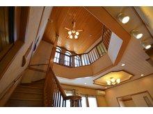 田間 1980万円 室内(2019年9月)撮影 明るい陽射しが差し込む開放的な吹き抜けのある家です!階段には手摺もついていて安心です。