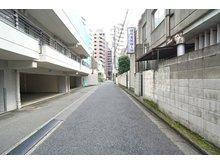 西新宿5(西新宿五丁目駅) 1億5200万円 ■南西側公道約3.8m