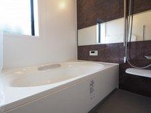 中台(羽鳥駅) 1698万円 室内(2020年9月)撮影 脚がゆったり伸ばせる浴室はリラクゼーション空間。
