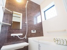 蔵持(石下駅) 1498万円 室内(2021年9月)撮影 脚がゆったり伸ばせる浴室はリラクゼーション空間。