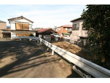 生実町(学園前駅) 360万円 【現地写真】南西道路側から撮影 閑静な住宅街です。 更地ですが設備は宅地内引込済ですので建築経費が節約できます。