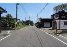 大潟区潟町(潟町駅) 230万円 幅員約7.2mの県道です。 除雪道路で安心です!
