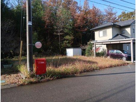 火釜町 471万円 前面左手から 電柱と赤い消火器箱有