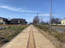 みずき野2(越後赤塚駅) 1563万3000円 北東側道路に付属している歩道です。