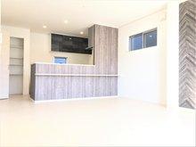 中野新田 2850万円 1号棟:2階のLDK。お子様の様子を見ながら家事ができる対面式システムキッチンで毎日の家事をサポートします♪