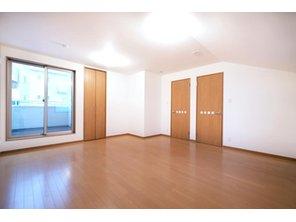 【橋本不動産】名古屋市天白区 中平2丁目~開放的なオープンキッチンが魅力~ 【一戸建て】 【C号地・3階・洋室11.42帖】北・東・南面採光 3階の洋室は、お子様の成長に合わせて将来的に間仕切る事を想定して計画した広い洋室です。そのまま広い1室としても使える自由度の高い居室です。