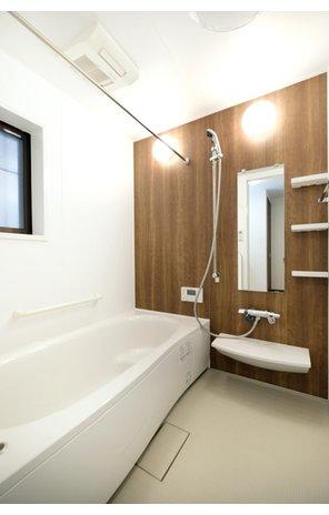 【橋本不動産】名古屋市天白区 中平2丁目~開放的なオープンキッチンが魅力~ 【一戸建て】 【A号地・1階・浴室】 ブラウンのカラーパネルがお洒落な1616サイズ(1.6m×1.6m)のゆったり脚を伸ばしてくつろげるPanasonic製のユニットバスを採用。断熱性のある浴槽で温かさが長持ち!