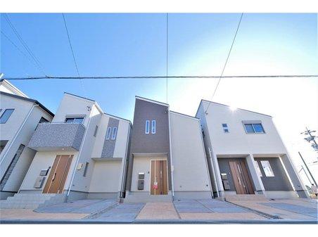 【橋本不動産】名古屋市 守山区元郷2丁目(10区画) 【一戸建て】 【5・6・7号地 外観】 3棟並んだ統一感のあるデザインの5・6・7号地。 ZEH仕様のワンランク上の仕様が魅力的な3棟です!