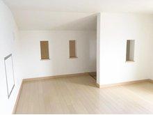 5.5帖分の広さの小屋裏収納。安全な固定階段で昇り降りできます。(4号地)