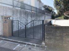 徳川山町3(自由ケ丘駅) 9500万円 入り口には立派な門扉がついています