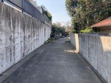 徳川山町3(自由ケ丘駅) 9500万円 ご家族仲良く歩けそうな通路が建物へと続いています