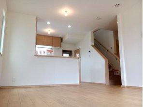 キッチンはリビングと和室まで見渡せる対面式キッチンです♪ (10号地)