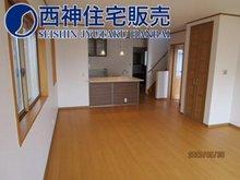 西舞子8(朝霧駅) 4380万円 1階のLDKは19.6帖の広さがございます。床暖房があり寒い季節も快適にお過ごしいただけます。現地(2020年7月)撮影