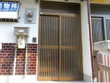 ひえ島町(門真南駅) 650万円 重厚感のある玄関です♪