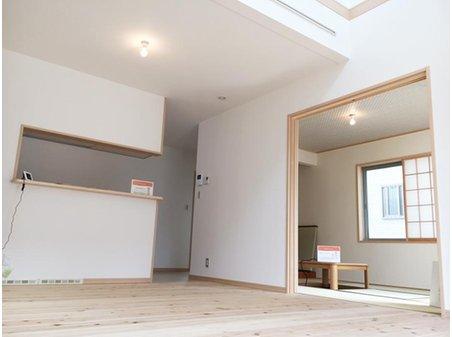和室は6帖のゆったりスペース。床の間も収納も設けているのでさまざまなシーンに活躍します。(2-1号地)
