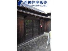 中村 4660万円 玄関先は古風な風情のある見た目となっております。現地(2021年8月30日)撮影