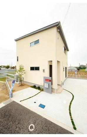 岸和田市額町 全10区画 地震に強い耐震等級3の構造、Low-Eガラス採用で断熱性の高い長期優良住宅仕様の住まい。長く快適に暮らせます。(建物プラン例/建物価格1540万円、建物面積98.12m2)