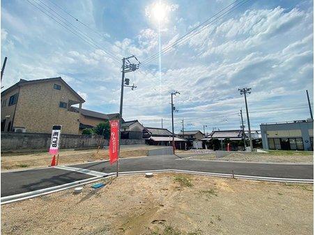 岸和田市額町 全10区画 【現地(2020年7月撮影)】土地面積103m2・31坪超の全10区画。まとまった規模感で、新しい街並みやコミュニティの誕生が楽しみです。建物プランは1540万円~、理想の住まいを提案します。