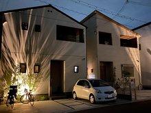 岸和田市額町 全10区画 照明や植栽の配置にもこだわり、夜の街並みも美しく考えて設計されています。(建物プラン例/建物価格1540万円、建物面積98.12m2 ※外構費等は別途必要です)
