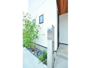 岸和田市額町 全10区画 白い外壁に、軒裏の木目がアクセント。長期優良住宅仕様なので、夏涼しく、冬暖かく過ごせます。(建物プラン例/建物価格1540万円、建物面積98.12m2)