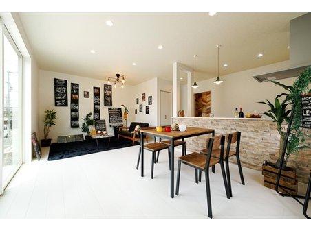 岸和田市額町 全10区画 モデルハウスは、断熱性に優れた長期優良住宅。夏涼しく、冬暖かく過ごせます。豊富なプラン例を参考に、夢のマイホームを建てましょう(モデルハウス)