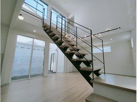 牧野本町2(牧野駅) 3580万円 室内(11月27日)撮影 ストリップ階段完成しました