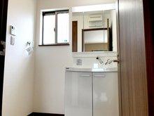 通風良好の清潔さを保てる洗面室です。(2号地)