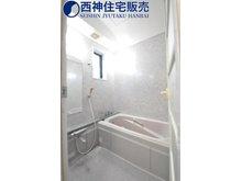 朝霧山手町 3380万円 1階浴室です。ゆったり一坪サイズの浴室です。現地(2020年10月12日)撮影