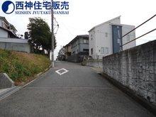 魚住町錦が丘3(魚住駅) 1967万4000円 現地(2015年12月18日)撮影 交通量の少ない道路です。道路の幅も広いです。