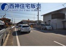 別府町別府(別府駅) 916万円~1366万円 前面道路は幅員約8mございます。お車の出し入れもしやすくなっております。現地(2021年7月12日)撮影