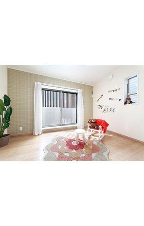 【弊社施工例】 採光豊かな大きな窓のある部屋は子供部屋にぴったりです。