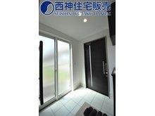 南野添3(播磨町駅) 2480万円 玄関は2方向からの出入りが可能です。明るい玄関スペースです。現地(2021年7月11日)撮影