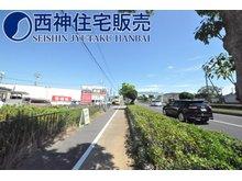 東野添3(播磨町駅) 5130万円 前面道路は幅員約30m、交通量の多い明姫幹線道路に面しております。整備された歩道がございます。現地(2021年8月8日)撮影