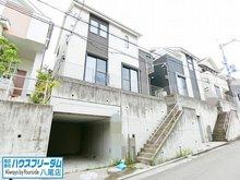 田辺2(大阪教育大前駅) 1988万円 現地外観☆ 玄関までに階段がありますが、普段の上り下りで良い運動になりそうですね♪ 外観も落ち着いた色味になっており、築8年と築浅物件なので帰宅するのが楽しみの一つになりそうですね♪