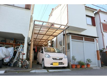 岸和田3(住道駅) 730万円 稀少な駐車場付きの2階建て住宅♪