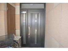 岸和田2(萱島駅) 980万円 重厚な雰囲気の玄関です♪