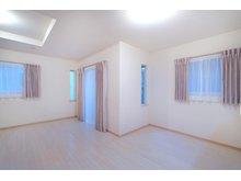 大石中7 1749万円~2300万円 (36号地) プロが選んだ大塚家具のカーテンをプレゼント!専属のコーディネーターが、一邸ずつ住まいに合わせてカーテンをセレクトしています。