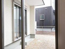 南側の庭スペース(Ⅱ期25号地) 和室から出入り出来ます。