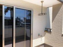 バルコニーは水栓と電源もあります。2階のプライベート空間で、お子様のプール遊びにも最適です。(Ⅱ期7号地)