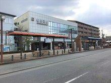 新田辺 徒歩11分に新登場! 建築条件付き土地 近鉄「新田辺」駅まで880m 徒歩11分。急行・準急停車駅で、平日7時台には京都方面へ15本運行されており便利。同駅から京都駅へ急行利用で24分のスピードアクセス。通勤・通学はもちろん、日々のお出かけも軽快です