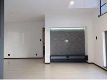 東西神屋(新田辺駅) 3380万円 壁の一部にエコカラットを採用。季節を問わず快適な湿度を保ち、気になるニオイなども低減可能。快適なだけでなく、空間に彩りが加わります(建物プラン例 建物価格1582万円、建物面積96.88㎡)